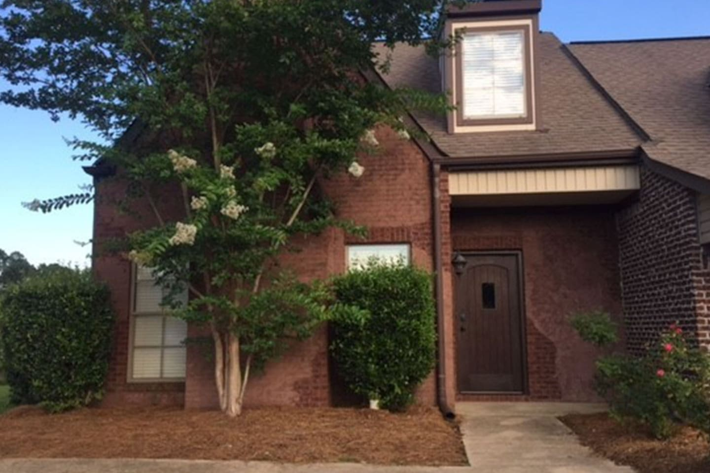 Townhome has a quiet setting on cul-de-sac in a professional neighborhood with convenient parking