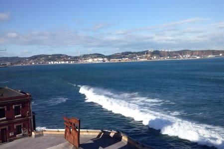 Con vistas al mar, piso encantador - Хихон