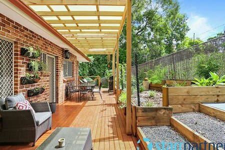 Peaceful townhouse with garden - Wentworthville
