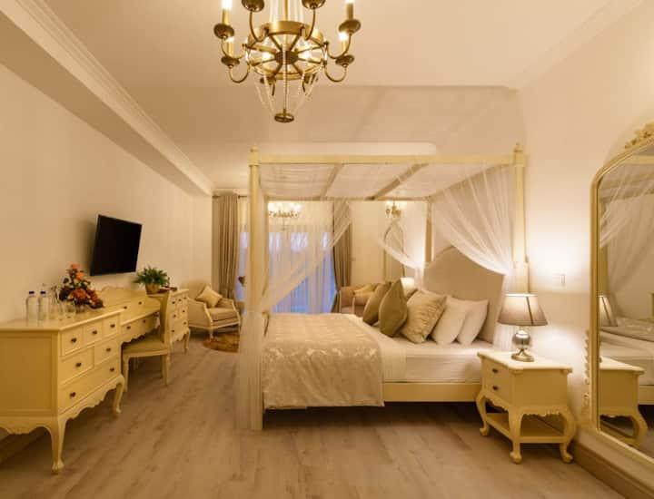 Stoney Croft Cottage - Luxury Master Bedroom