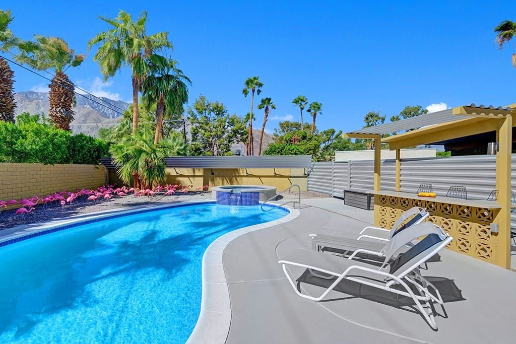 POOL TO  MOUNTIAN VIEWS - THE CITRUS PAD - PALM SPRINGS VACATION RENTAL POOL HOME