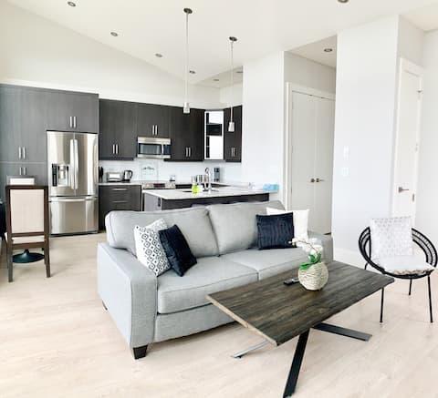 Hilltop Luxury Suite-Stunning View over Victoria