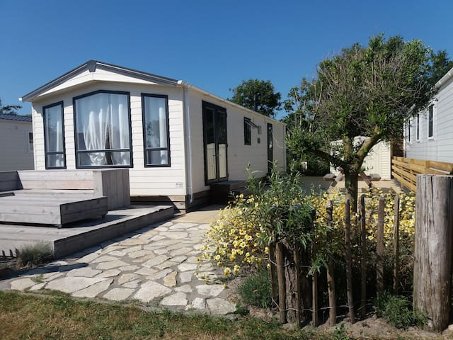 5. Beachhouse, 5*Camping, 1km v zee, Zwembad, wifi