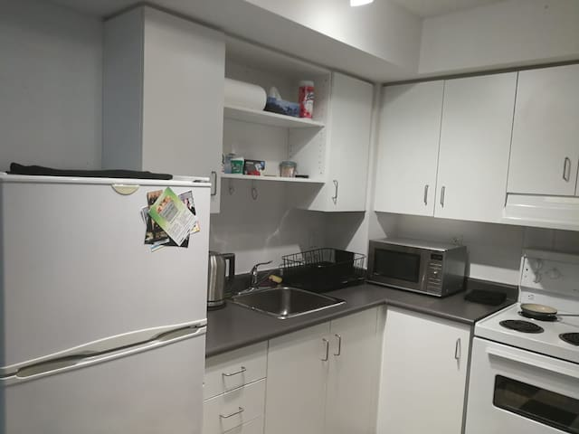 Beautiful studio apartment (downtown Toronto)