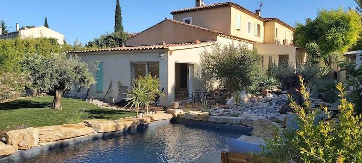 """Maison """" Une Oasis au Pays de Cézanne """""""