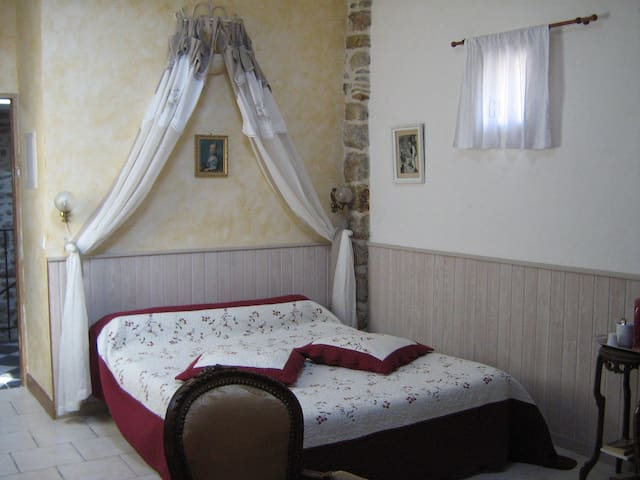 "chambre d'hôtes ""COCON"" - Les Assions - Bed & Breakfast"