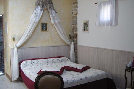 "chambre d'hôtes ""COCON"" - Les Assions - Bed & Breakfast"
