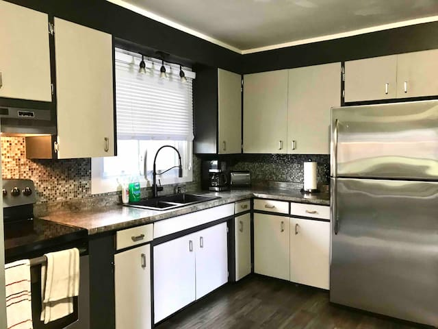 Entire 4 Bedroom 2 Kitchen Bungalow with Deck