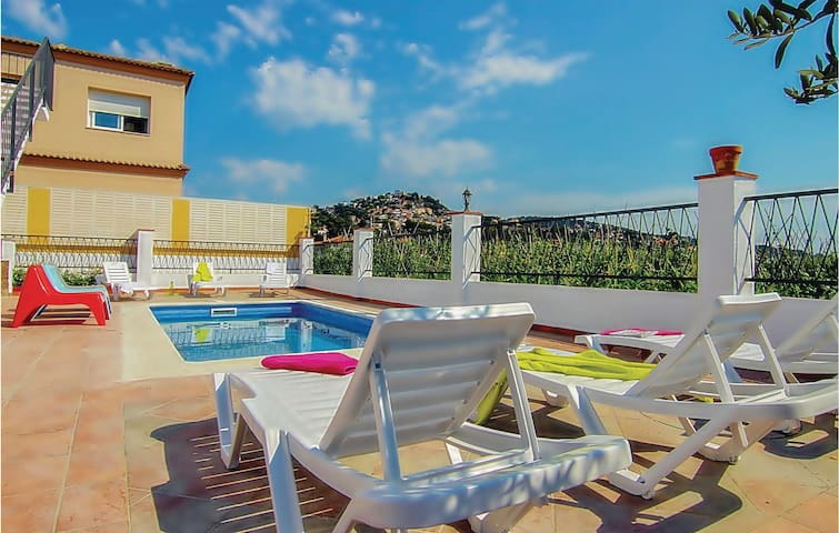 Holiday cottage with 3 bedrooms on 90m² in Santa Susanna