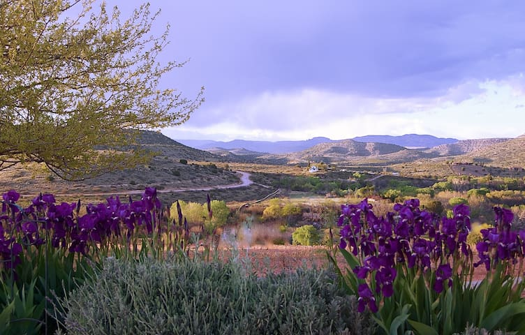 Wine Country Views : Sedona 15 minute scenic drive