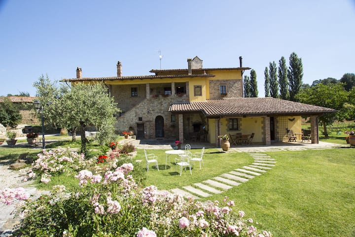 Four Seasons Villa Close to Art Cities of Umbria