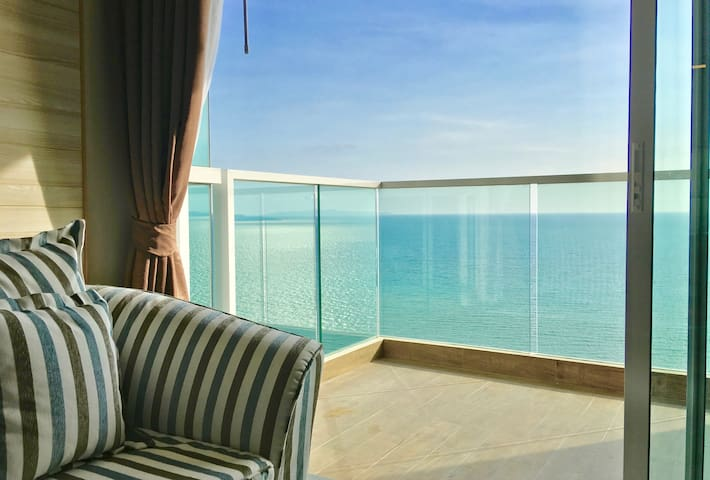 Dasiri Jomtien Beachfront 1BR 27. Floor long-stay apartment
