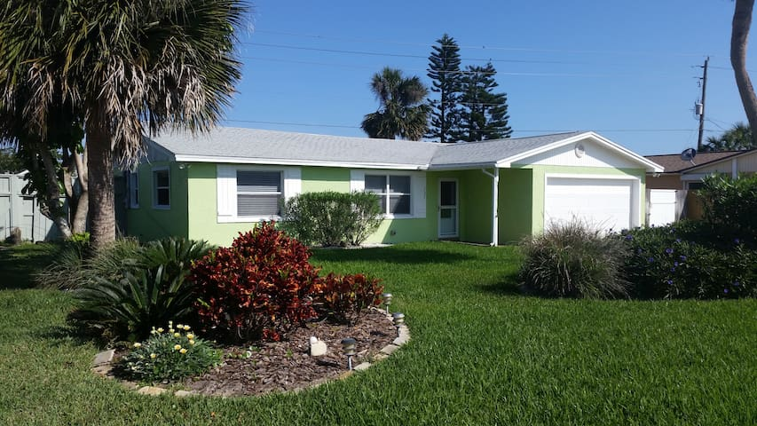 Marlin Beach House, Steps to the Beach! - Ormond Beach - House