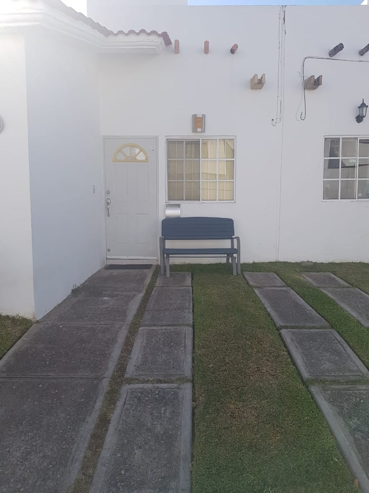 Recamara privada en casa acojedora y tranquila