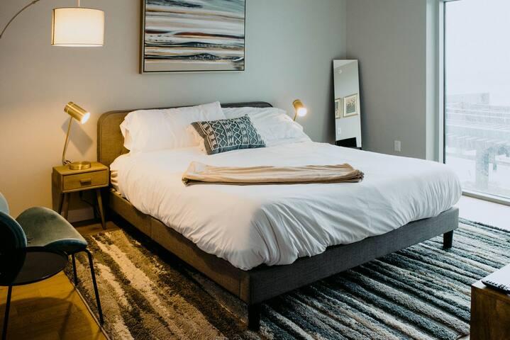 Kasa | Nashville | Luxurious Studio Apartment | 31+ Day Rental ONLY