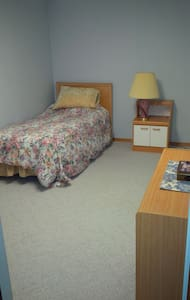 Small Private room in Red Deer. - Red Deer
