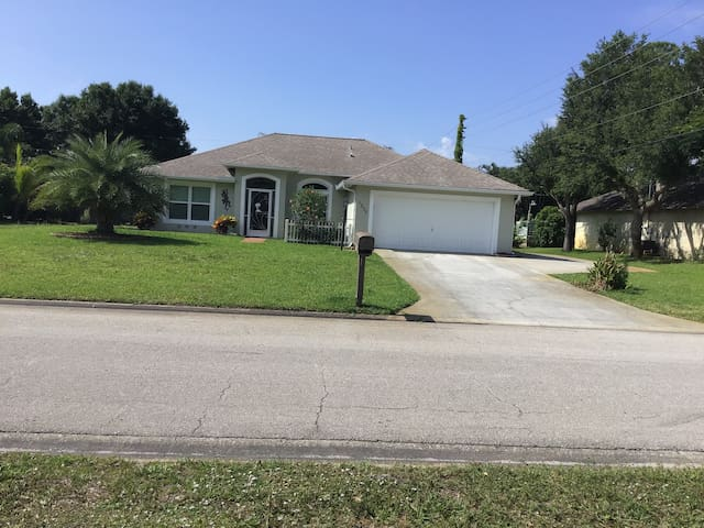 NEW! Spacious 3BR/ 2BR Family Retreat