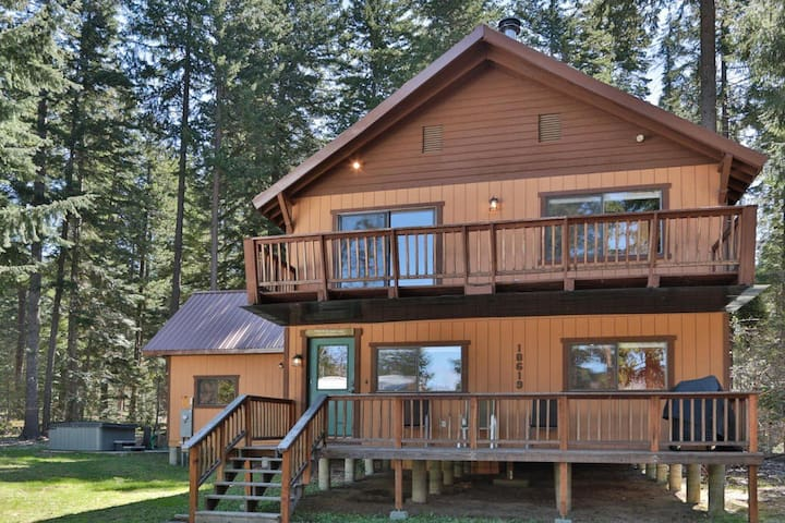 Spacious 2bd lodge w hot tub