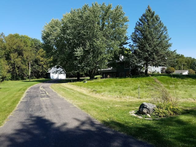 Private Country Retreat Bordering Maple Grove!! - Dayton - Rumah