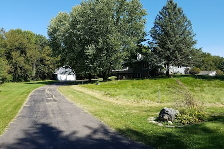 Private Country Retreat Bordering Maple Grove!! - Dayton - Ház