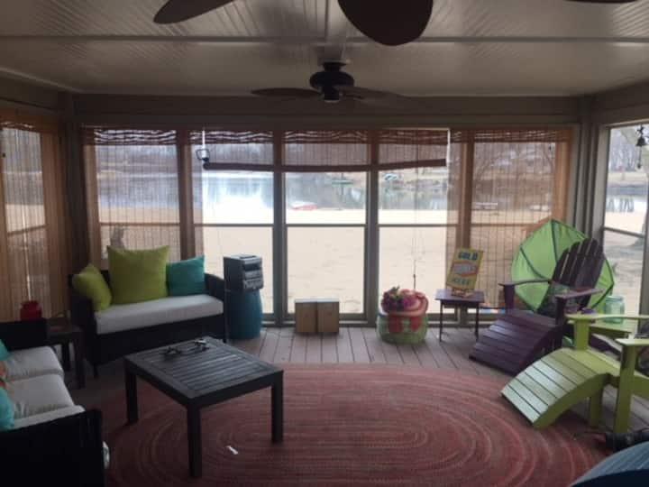 Lakefront Living