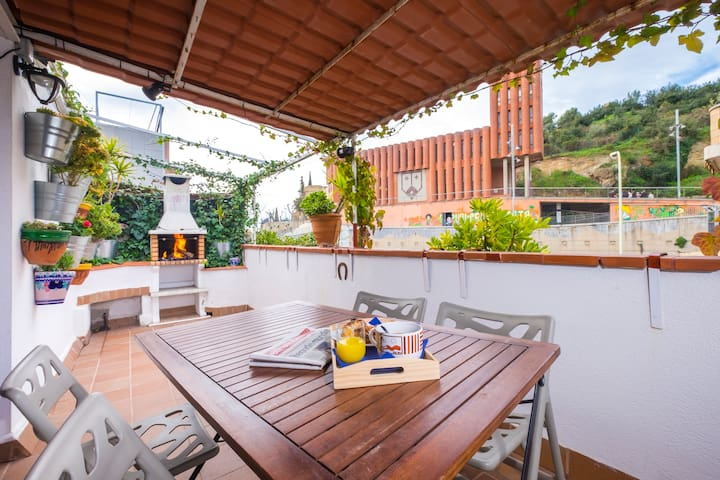 Penthouse terrace bbq park guell bus and metr - Atico barcelona ...
