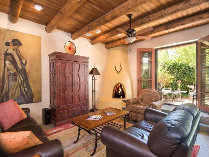 Quiet Luxury at El Corazon - El Corazon Luxury condo in downtown Santa Fe.  Parking, Air conditioning, professionally decorated.  Two blocks to the Plaza.