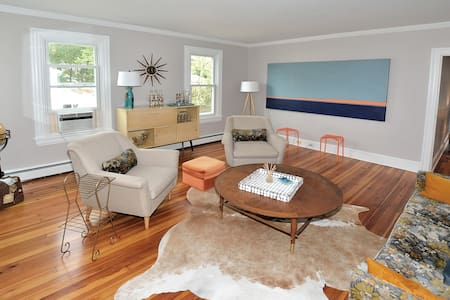 3 BR Patriot House- UNIT ONE /Mid-Century Modern