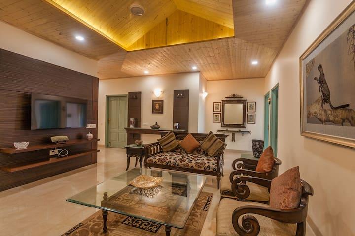 Vale View - 4 Bedroom Hilltop Villa in Dharampur