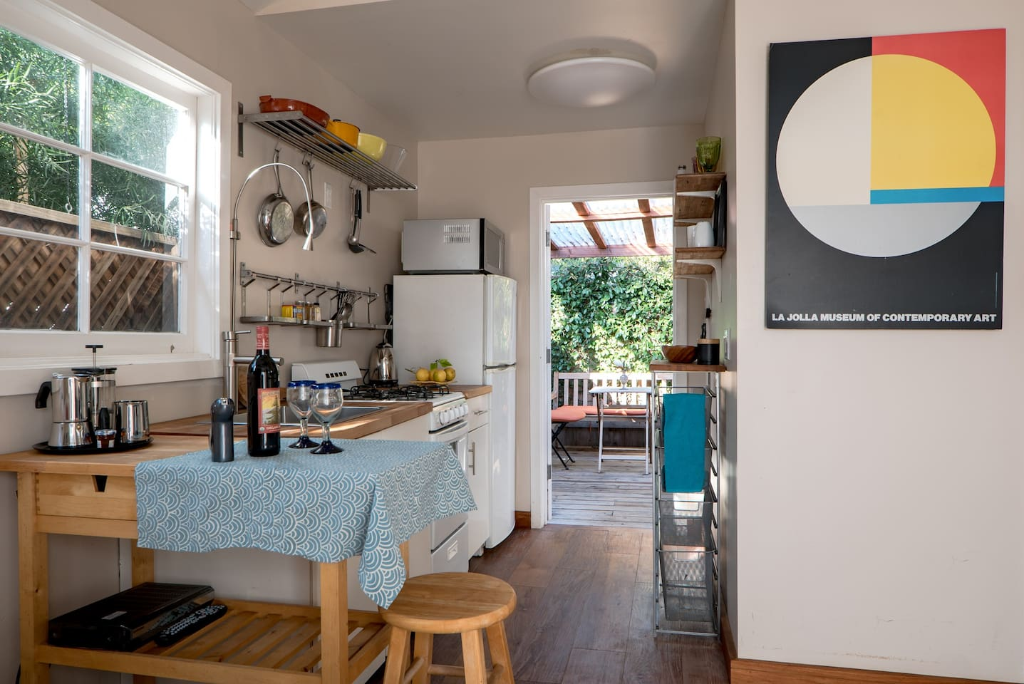 kitchen towards rear patio