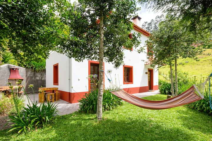 House with 2 bedrooms in Camacha, with wonderful mountain view, enclosed garden and WiFi - 12 km from the beach