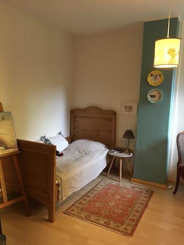 Gemütliches Zimmer zentral + ruhig - Buchholz - Casa