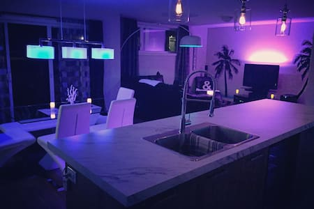 (Private Room/Chambre privée) Tropical Lounge - Granby