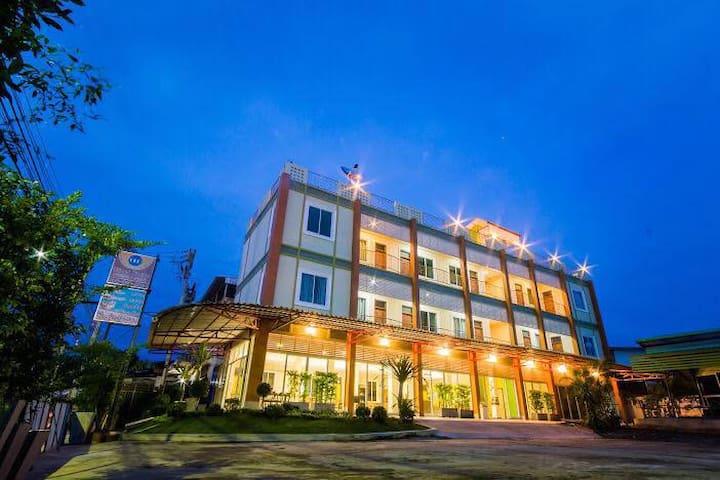 ๊UBON BEST PLACE, อุบลเบสท์เพลส - Tambon Nai Mueang - Apartamento