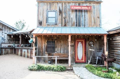 Cowboy Hotel Western Town w/Saloon & Firepit!