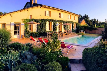 Les Vignes de Charlotte-Piscine, proche St-Emilion