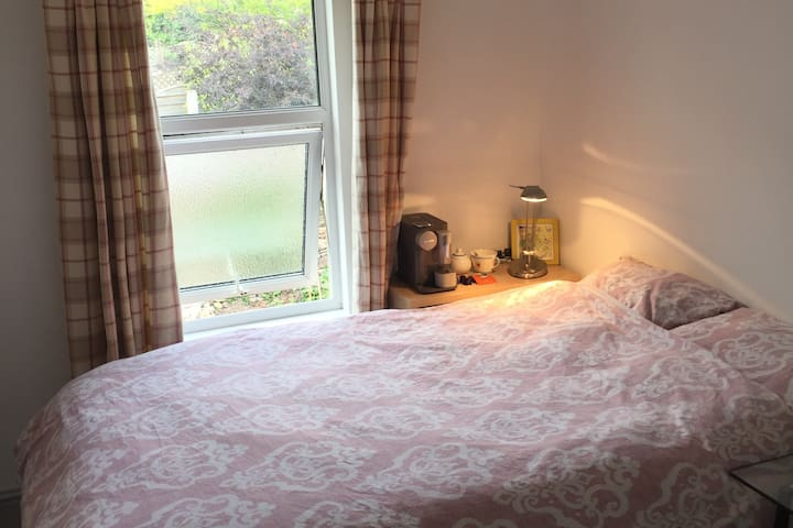 Double bed, breakfast & private bathroom - Redland