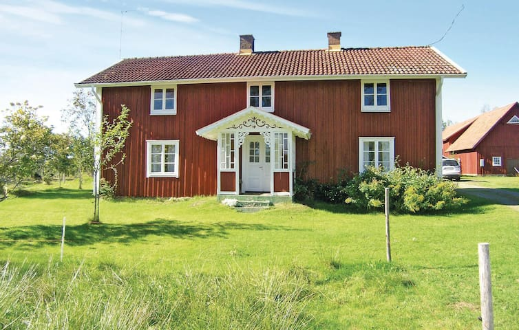 Holiday cottage with 2 bedrooms on 85m² in Bredaryd