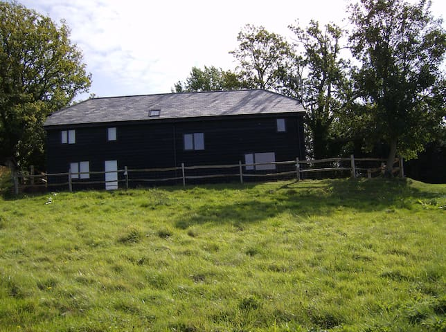 Converted Barn,stunning views Sussex AONB. Unit 1