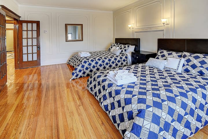 Gorgeous 3rd floor app! Sleeps 8! Outremont