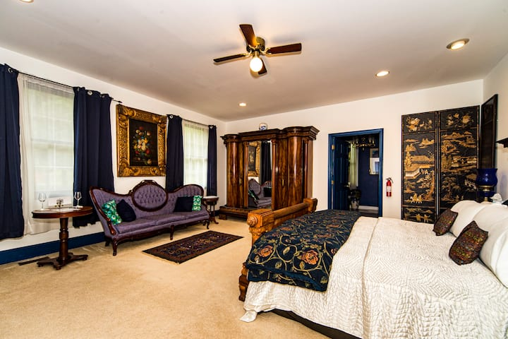 Stone Manor Boutique Inn - Peacock Suite