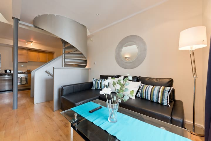 *TRENDY 2BED IN TEMPLE BAR*SUPER LOCATION*sleeps 6