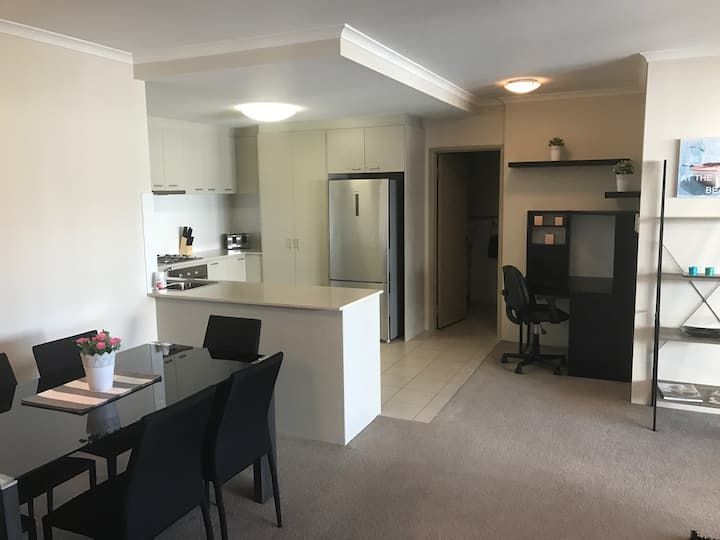 Spacious 1 bed apartment - Central Perth w/gym