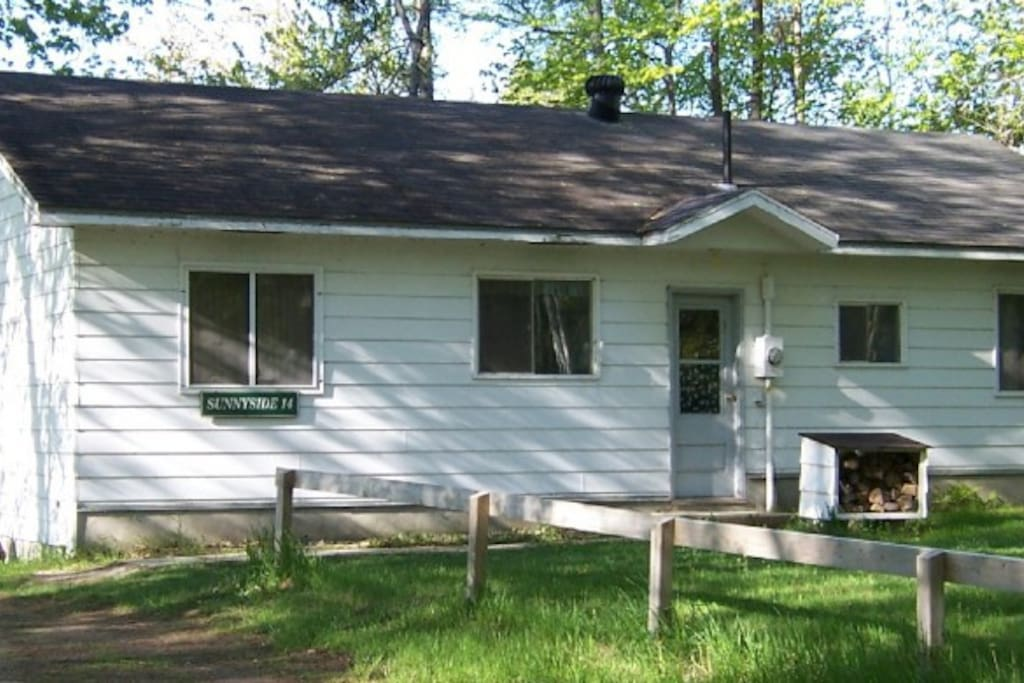 Sunnyside - 3 bedroom cottage steps from the lake.