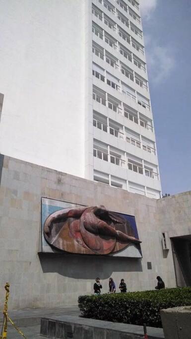 Bello y moderno edificio frente a la Alameda