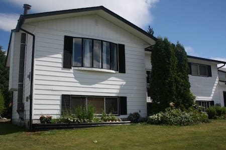 Come stay with us! Share our home! - Kitimat - Bed & Breakfast