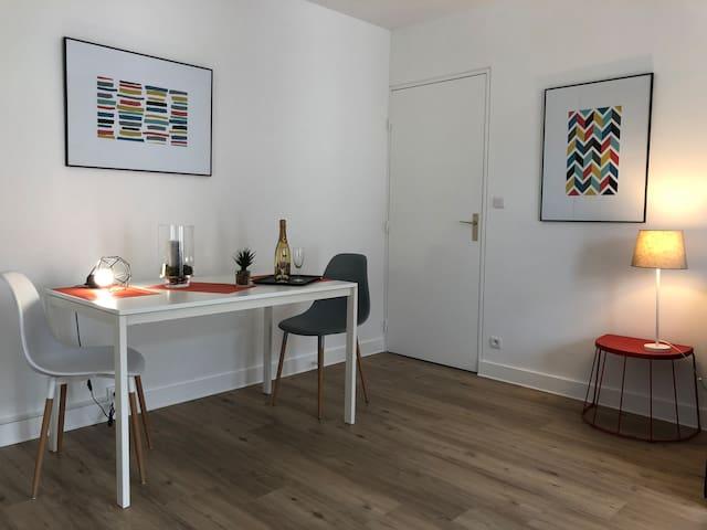 Studio Cosy neuf,  parking  sécurisé hyper centre