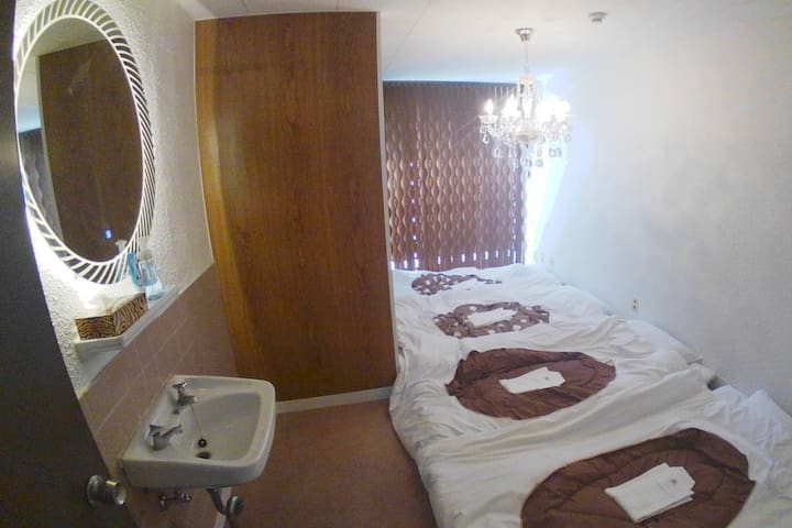 Setouchi Triennale Hotel 202 SunMoonStarSeaLight