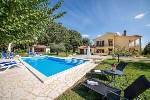 Apartment Petra 3 with swimming pool near Porec