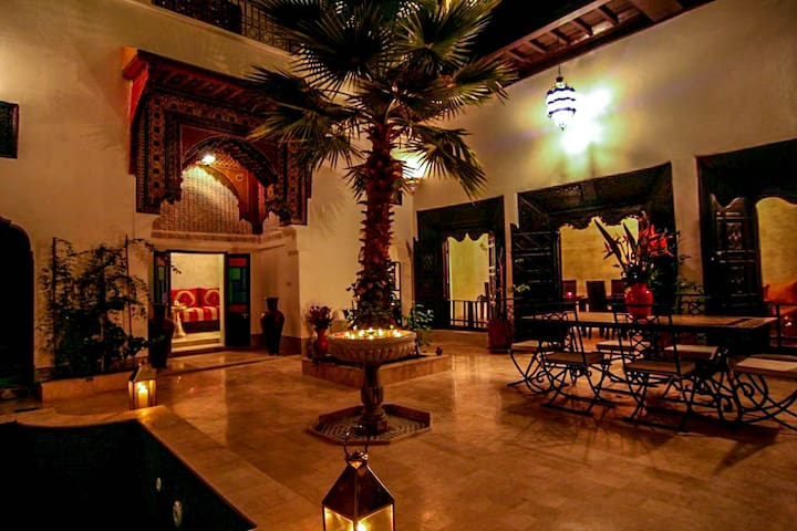 Riad 5 Rooms - Patio with Pool - Medina Souks